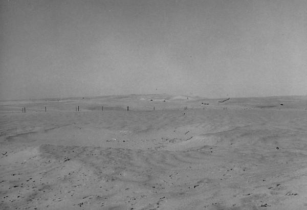 """תמונה מס' 31 – כת'יב אבו טרבוש מכיוון """"חמדיה"""". הנקודות השחורות : טנקים מצרים מושמדים (18)"""